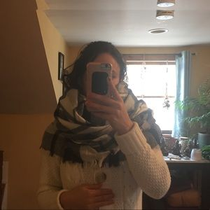 Accessories - 🌷4 for $20! Oversized Black/White Blanket Scarf